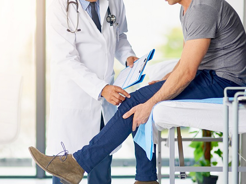 A knee and joint pain examination